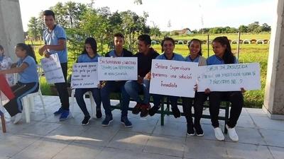 HOY / Sin director por falta de rubro:  padres y niños protestan por  extrema dejadez del MEC