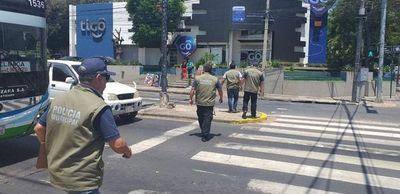 Ya no permitirán limpiavidrios y cuidacoches en calles de la capital