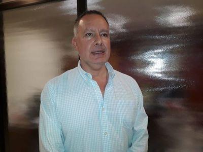 Efraín Alegre gasta G. 360 millones en tuiteros