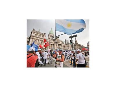 Argentina siguió en recesión en el 2019 y su economía cayó 2,1%