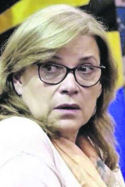 Insisten en procesar a Cristina Arrom