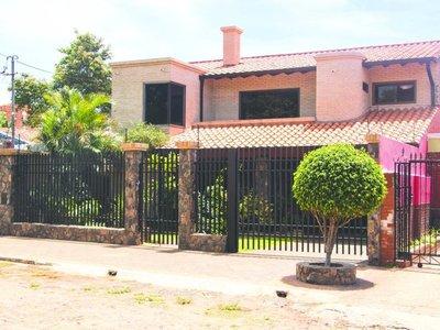 """Así es la casa del """"chofer de oro""""  de Nicanor en Yacyretá"""