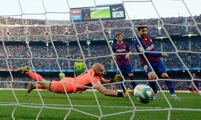 Messi celebra con póquer de goles en la previa al clásico