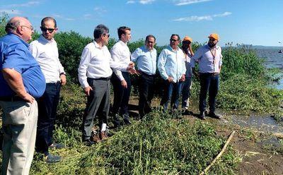 Experto italiano evalúa situación del lago y recomienda socializar planes