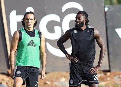 Adebayor concentra y está para debutar ante Cerro