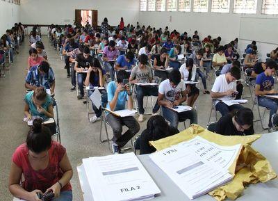 ANEAES insta a jóvenes a verificar acreditación de carreras universitarias