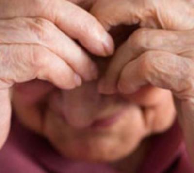 ¡Repudiable! Anciana es brutalmente golpeada en la cabeza