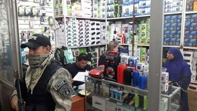 HOY / Allanan Mercado 4: Fiscalía encuentra documentos de identidad falsos de extranjeros