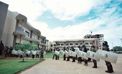 HOY / Caldeado ambiente en PJC: refuerzan con antimotines la Junta Municipal