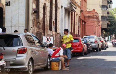 Centurión aplaude expulsión de cuidacoches y limpiavidrios de las calles de Asunción