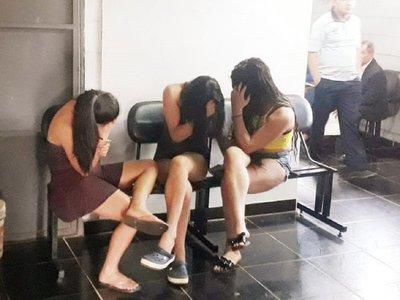 Aprehenden a una mujer y dos travestis por supuesta extorsión