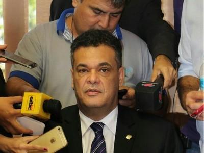 Pedido de diputado al Gobierno: 'Traigan al ejército para llevar a los narcos de la oreja y no vengan a farrear con ellos'