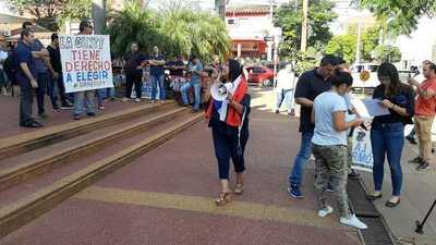 Conductores de MUV y Uber protestan contra persecución en San Lorenzo