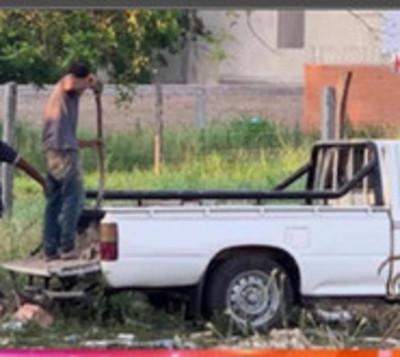 Denuncian a desconocidos que arrojan residuos desde una camioneta