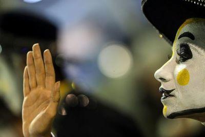 Alegría y protesta en segunda noche de desfiles en carnaval de Rio