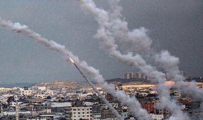 Palestinos siguen disparando cohetes contra Israel