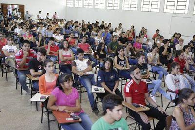 Se presentaron 4.800 jóvenes a becas de Itaipú
