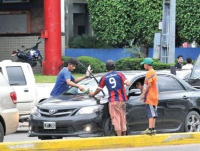 Fiscalía intervendrá si limpiavidrios no salen de las calles