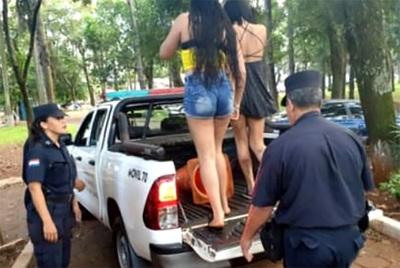 Dos travestidos y una mujer detenidos por extorsionar a un hombre casado