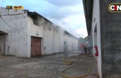 Incendio de depósito del barrio San Miguel en Ciudad del Este