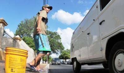 Cuidacoches y limpiavidrios acatarán orden de 'despeje', pero se manifestarán frente a municipalidad