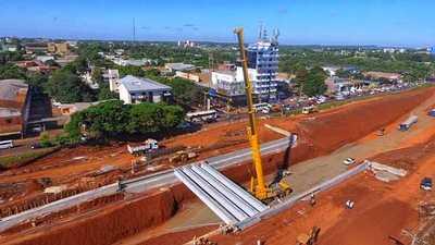 Multiviaducto de CDE: concluye montaje de vigas del puente oeste