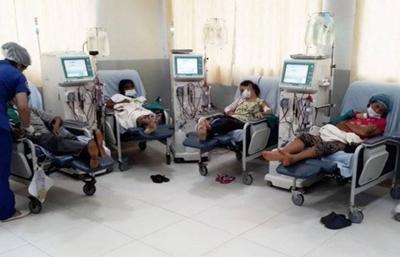 HOY / Drama de dializados: el IPS  enviará a 22 de 32 pacientes  para tratamiento en privados