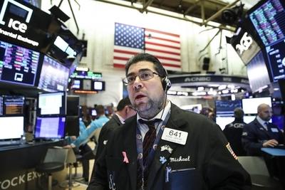 Wall Street se desploma por el coronavirus y el Dow Jones pierde un 3,56%