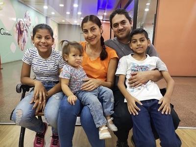 Con lágrimas en los ojos, venezolano cuenta cómo logró traer a su familia