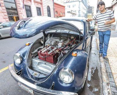 Estudiante paraguayo transformó fusca antiguo en auto eléctrico