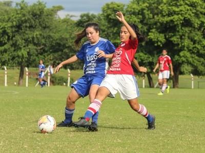 Fútbol en conjunto en Ypané