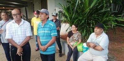 HOY / Cuidacoches se manifiestan en busca de una solución: piden ser recibidos por 'Nenecho'
