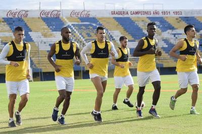 Fue solucionado el inconveniente salarial y Luqueño volverá a entrenar mañana