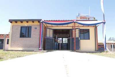 Entregan 50 viviendas para mujeres jefas de hogar en Villa Florida