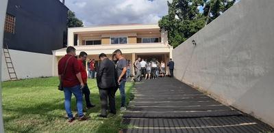 INCAUTAN DOS CELULARES Y LEVANTAN HUELLAS DACTILARES TRAS DOBLE CRIMEN