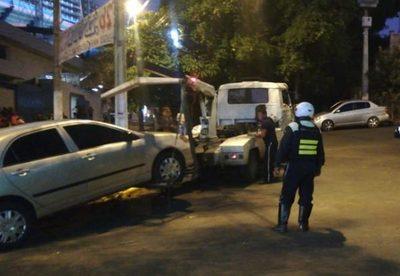 "PMT vuelve a ""cazar"" vehículos mal estacionados"