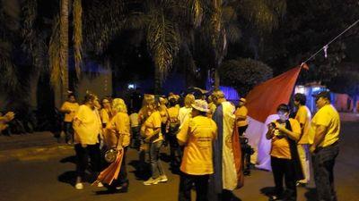 """Escrachan a Nicanor, un """"símbolo"""" de la impunidad, esperando sumar a más indignados"""