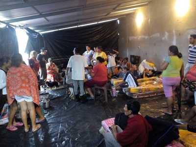Gobernación de Central asiste a los damnificados por las intensas lluvias