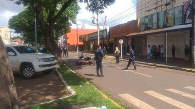 Motochorro muere al chocar contra otro biciclo durante persecución