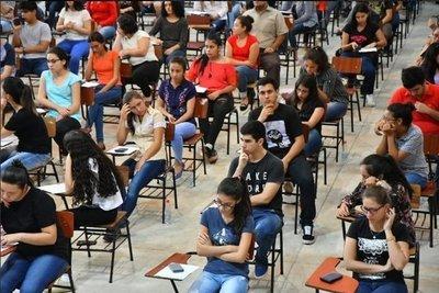 Denuncian arreglos en becas de Itaipú y anuncian manifestación