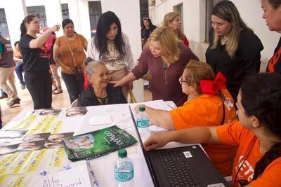 Ciudad Mujer Móvil llega hoy a Presidente Franco. Ofrecen asistencia a mujeres en diferentes áreas