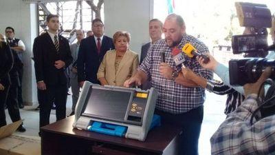 TSJE presentó máquinas de votación para las Municipales