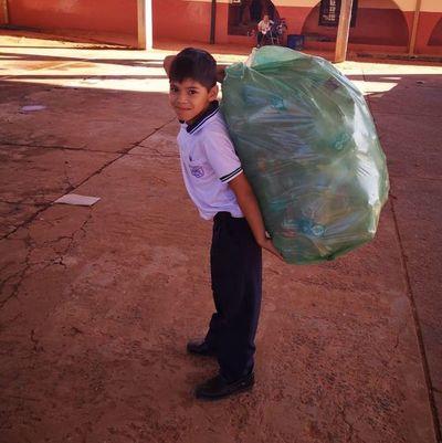 Colegios optaron por iniciar año escolar recolectando y reciclando basura