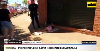Indigente embarazada sufre quemaduras víctima de vándalos