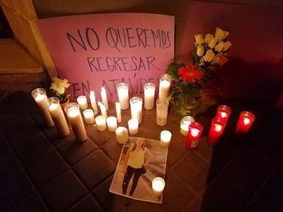 """""""No queremos volver en ataúdes"""", reclaman compatriotas en España tras feminicidio"""