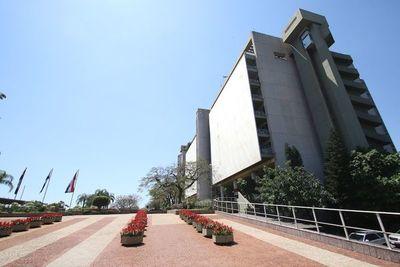 """Economía paraguaya sigue sobre """"rieles"""", dice presidente del BCP"""