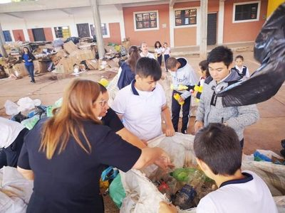 Colegios de Ñemby siguen recolectando materiales reciclables