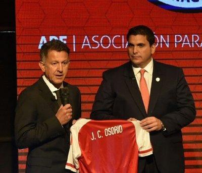Osorio deja la Albiroja