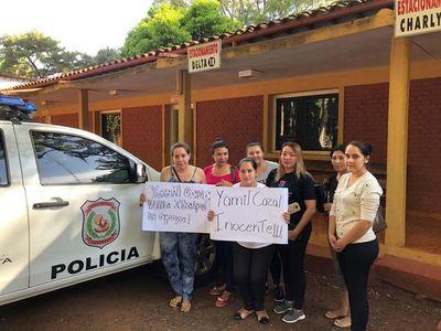 Familiares piden libertad de joven preso por crimen de mujeres
