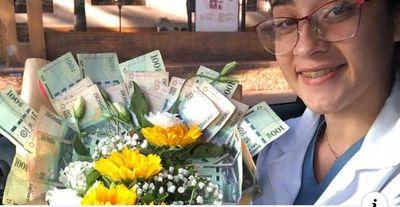 Recibió un ramo con G. 1.500.000 en billetes por el Día de los Enamorados